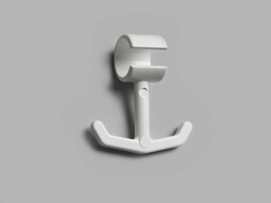 Anchor hook slit 2